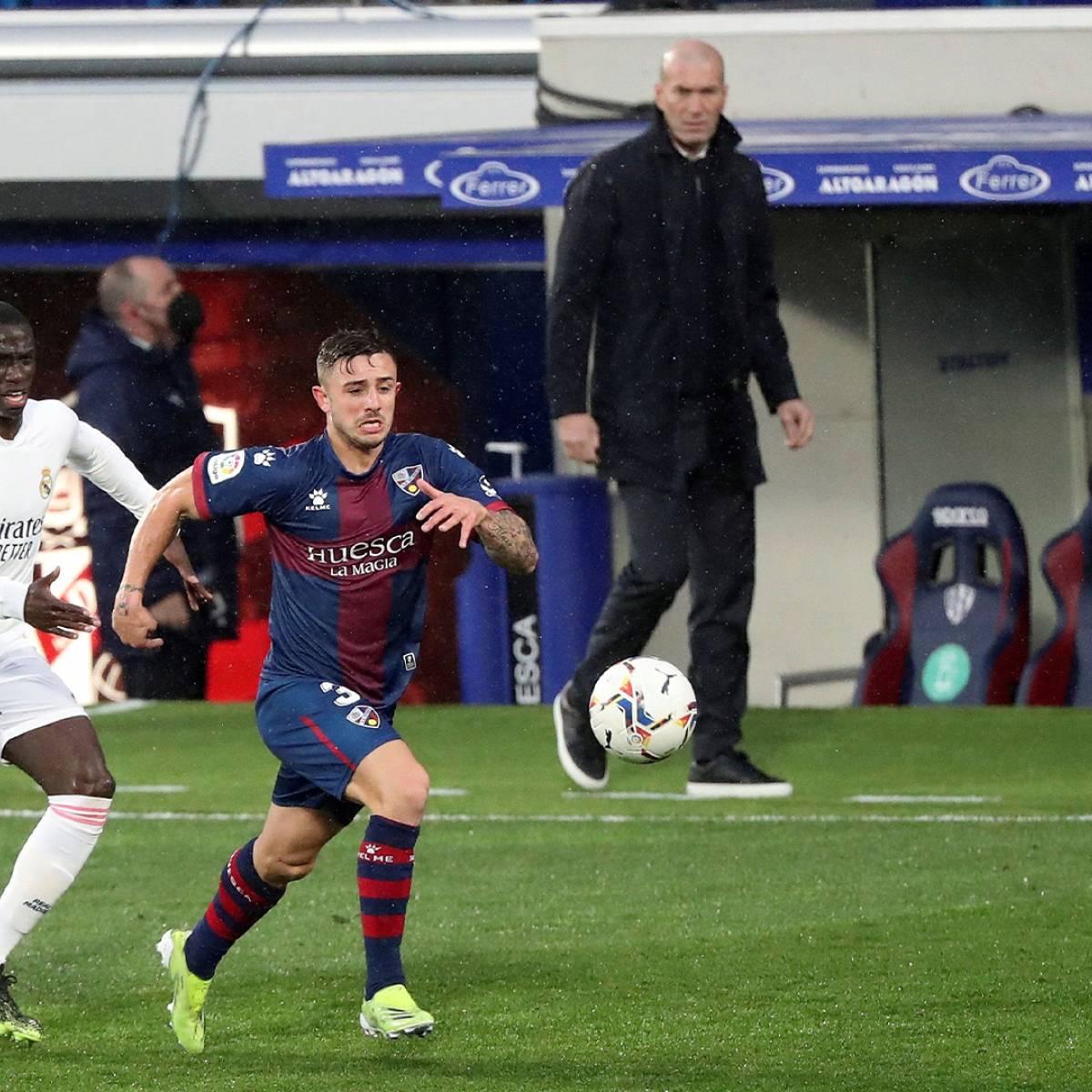 Liga   Raphaël Varane resucita al Real Madrid en Huesca