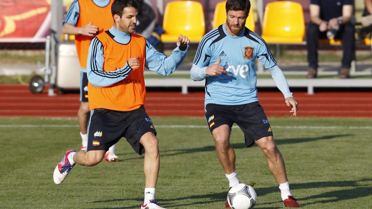 Cesc trató de facilitar la llegada de Xabi Alonso al Arsenal.