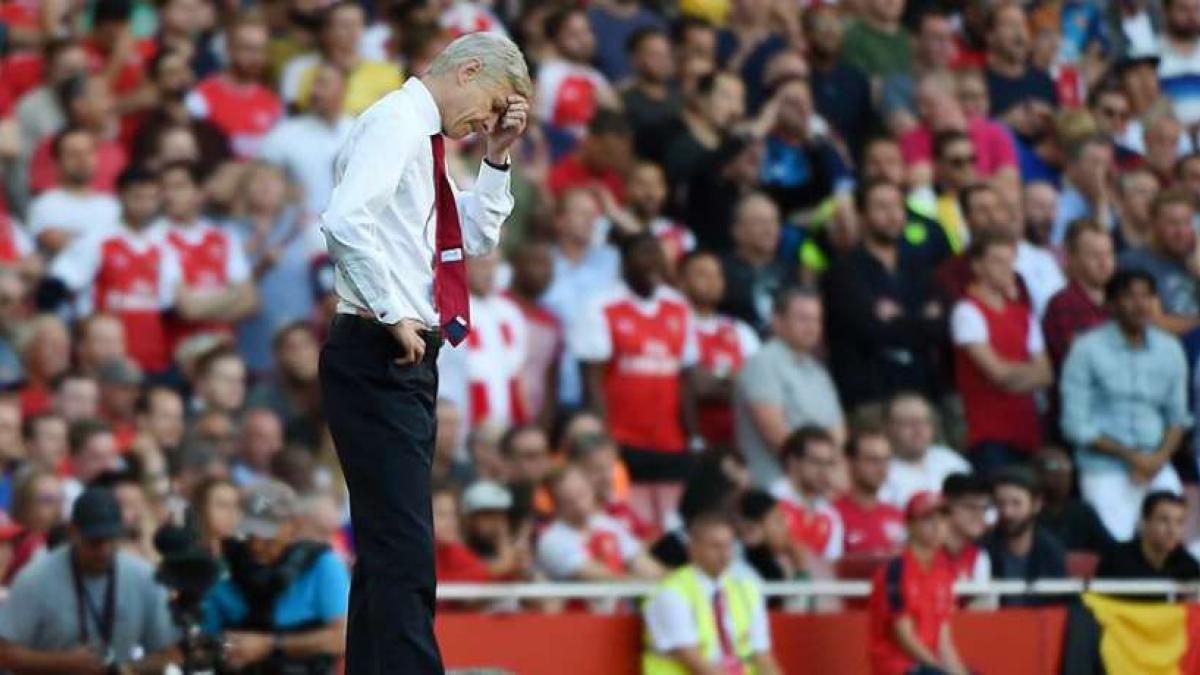 Arsene Wenger desea mejorar las prestaciones de su zaga