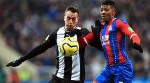El Newcastle renueva a Javier Manquillo y Andy Carroll