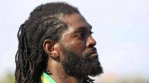 Video | La peligrosa entrada de kárate de Emmanuel Adebayor