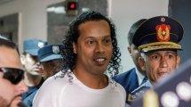 Ronaldinho sale de prisión