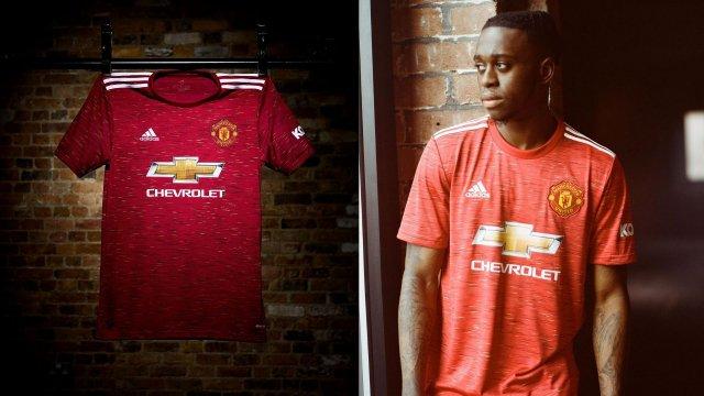 El Manchester United muestra su nueva camiseta