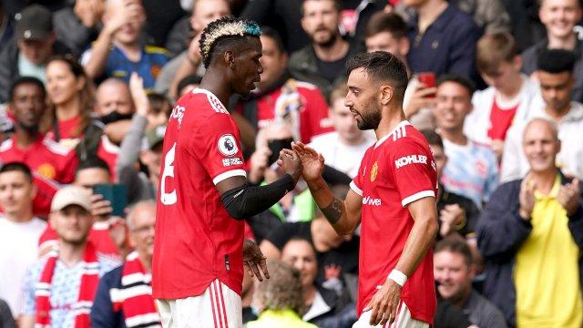 Paul Pogba y Bruno Fernandes ante el Leeds