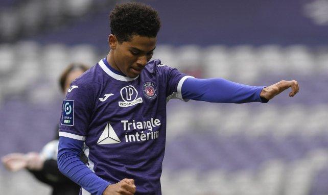 Amine Adli en un partido con el Toulouse
