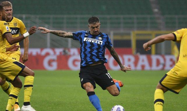 Aleksandar Kolarov frente al Parma