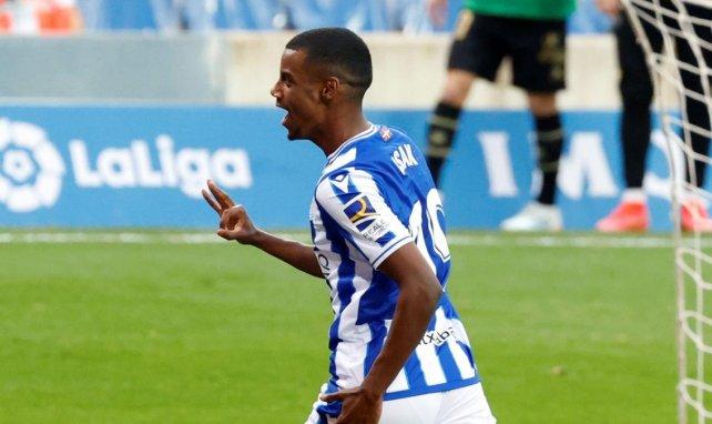 Alexander Isak celebra un gol con la Real Sociedad