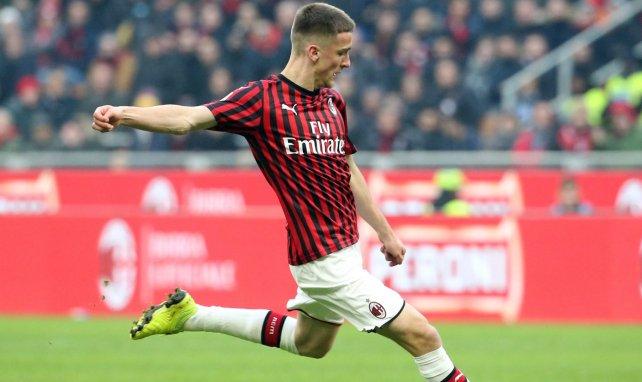 Alexis Saelemaekers renueva con el AC Milan