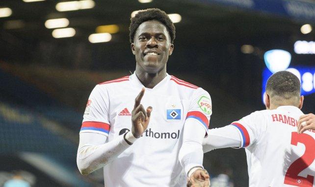 Amadou Onana con la elástica del Hamburgo