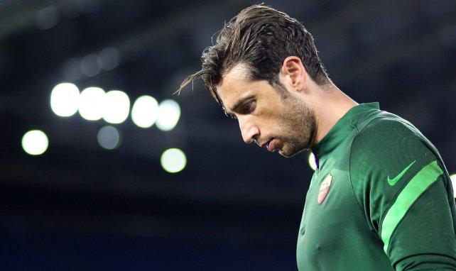 Antonio Mirante durante un partido con la Roma