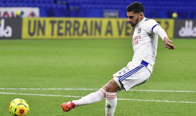 Colocan a Real Madrid y FC Barcelona tras Houssem Aouar