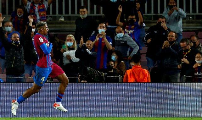 FC Barcelona | Ronald Araujo, una luz entre las sombras