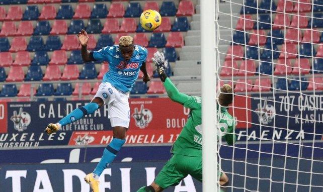 Victor Osimhen marcando con la camiseta del Nápoles