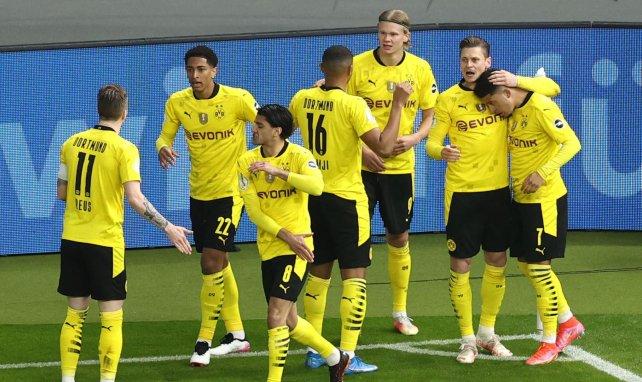 Los jugadores del BVB festejan un gol