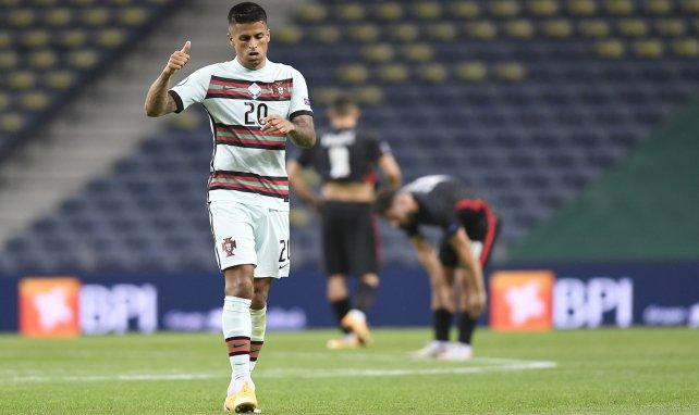 João Cancelo jugando con Portugal
