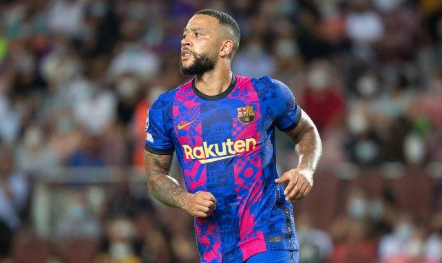 Memphis Depay, en acción con el FC Barcelona en la Champions