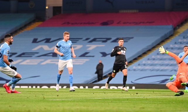 Premier | Riyad Mahrez se luce en la goleada del Manchester City ante el Burnley
