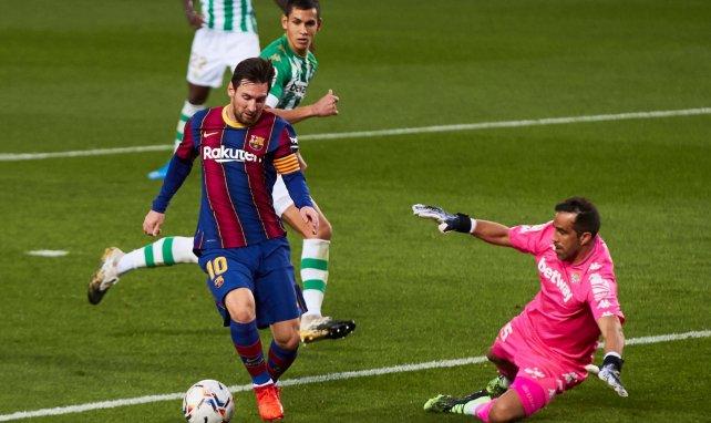 Claudio Bravo alude a su futuro en el Real Betis