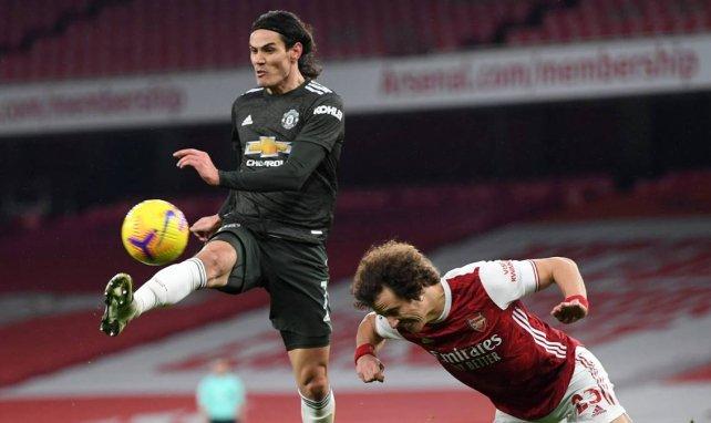 El Manchester United debe tomar una decisión con Edinson Cavani