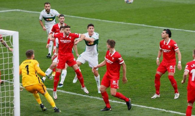Liga | El Elche se aprovecha de un Sevilla deprimido