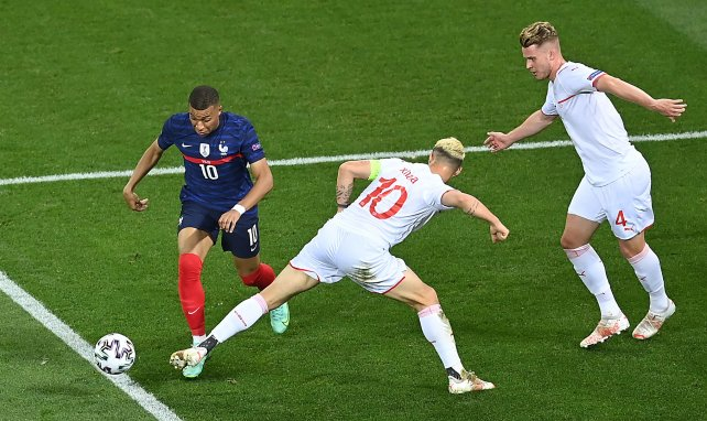 ¿Marcará Paul Pogba el futuro de Kylian Mbappé?