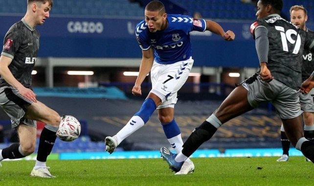 3-0. El Everton arrasa con gol de Yerry Mina incluido