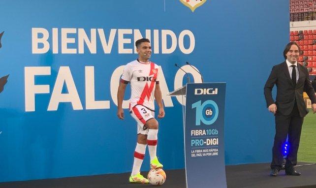 El Rayo Vallecano presenta a Radamel Falcao en sociedad