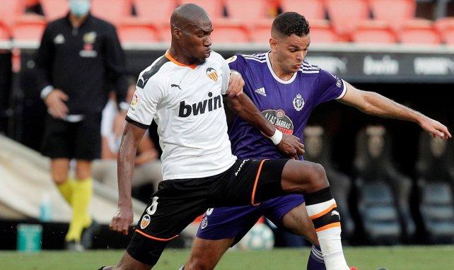 Geoffrey Kondogbia, en acción con el Valencia