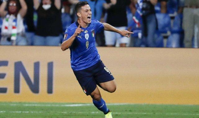 Giacomo Raspadori celebra un gol con la Selección de Italia