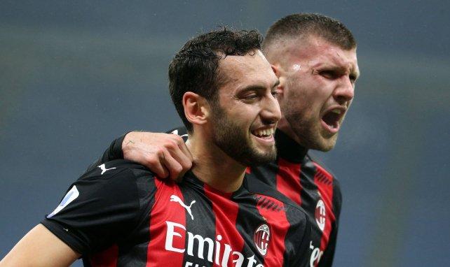 Hakan Calhanoglu alude a su futuro en el AC Milan