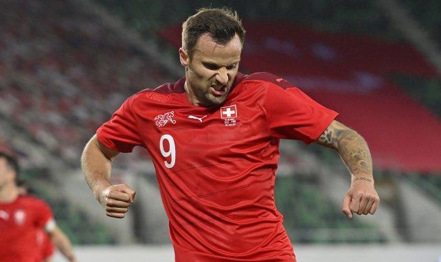 Haris Seferovic festeja un tanto con Suiza