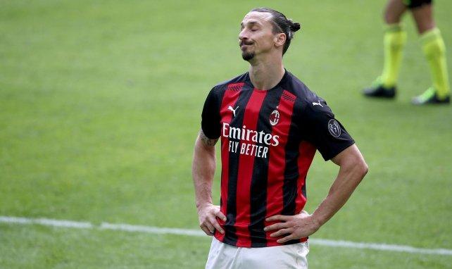 Zlatan Ibrahimovic renueva con el AC Milan