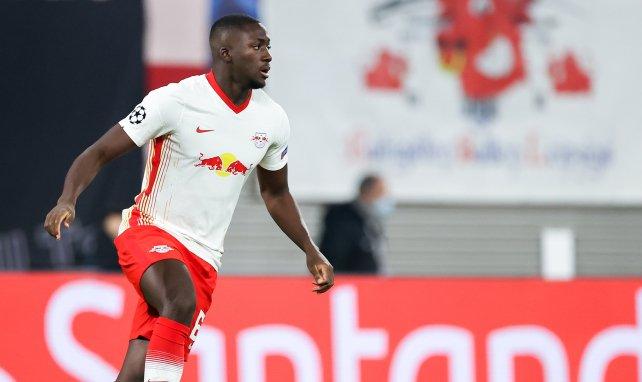 Ibrahima Konaté defiende los colores del RB Leipzig