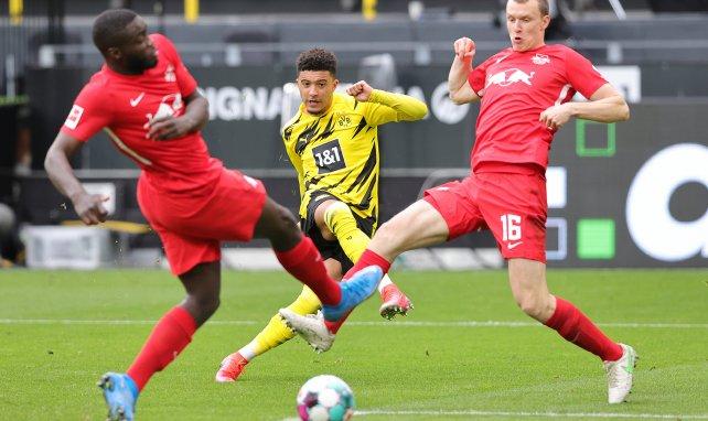 Jadon Sancho dispara a portería ante el RB Leipzig