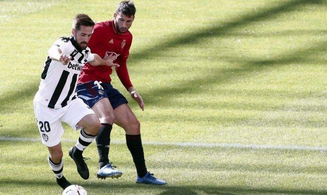 Liga   El Levante asalta El Sadar