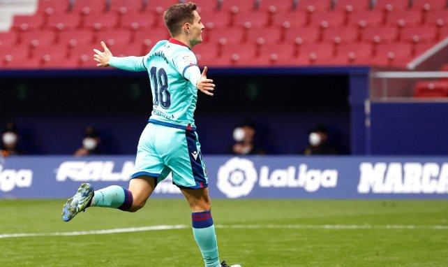 Jorge De Frutos celebra un gol con el Levante