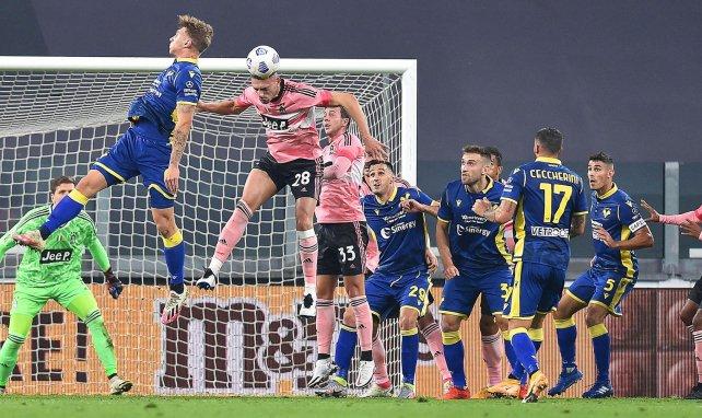 Juventus y Hellas firmaron un partido muy igualado