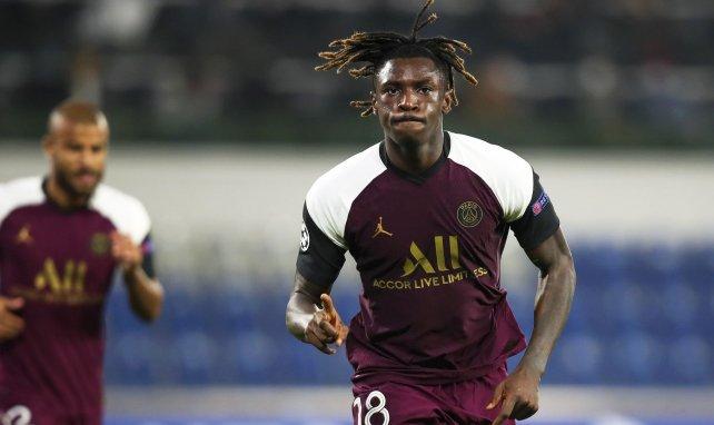 Moïse Kean celebra un gol con el PSG