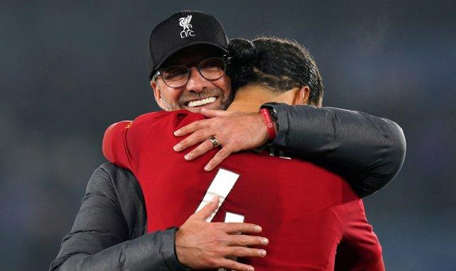 Jürgen Klopp se abraza con Virgil van Dijk
