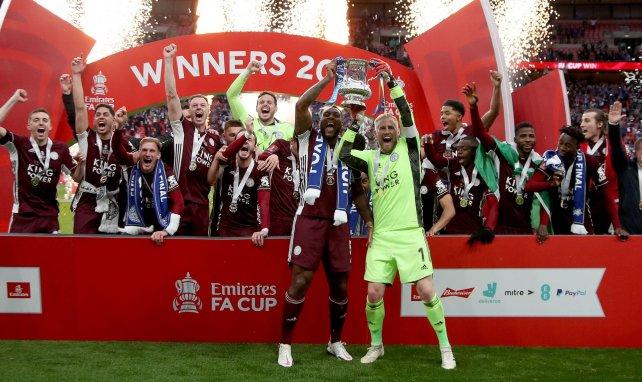 Leicester City celebrando el triunfo en la FA Cup