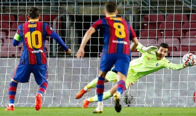 Lionel Messi marcando un penalti