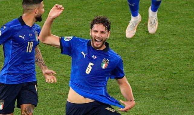 Manuel Locatelli celebra uno de sus goles con Italia