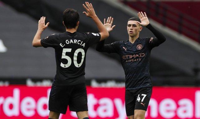 Eric García celebra un gol con Phil Foden