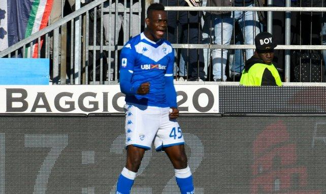 Mario Balotelli celebra un gol con el Brescia
