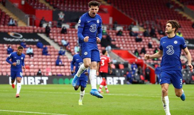 El Chelsea celebra el gol de Mason Mount