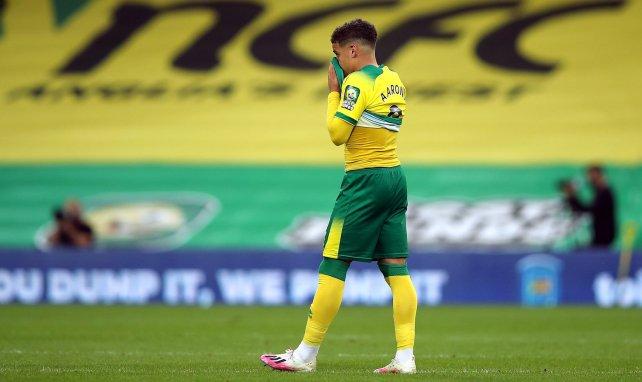 Max Aarons defiende los colores del Norwich City