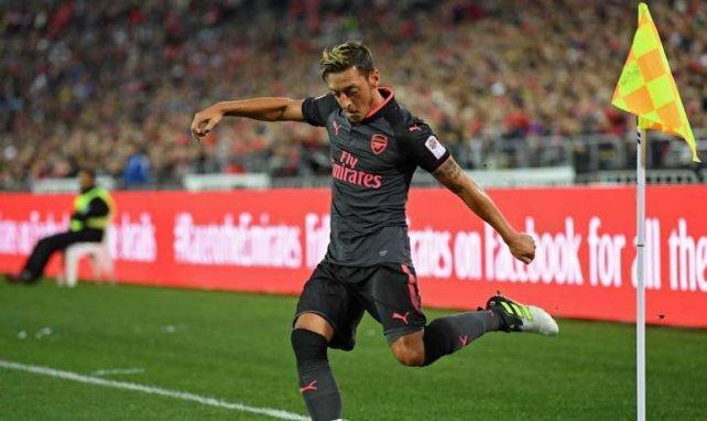 Mesut Özil sigue sin resolver su futuro