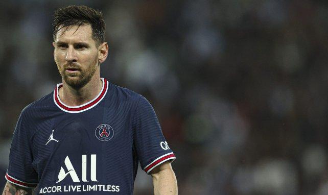 Leo Messi, durante un choque con el PSG