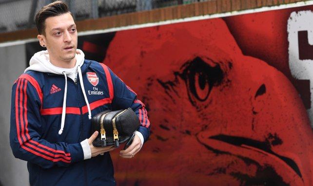 Mesut Özil, una interesante opción a coste 0 que baraja el AC Milan