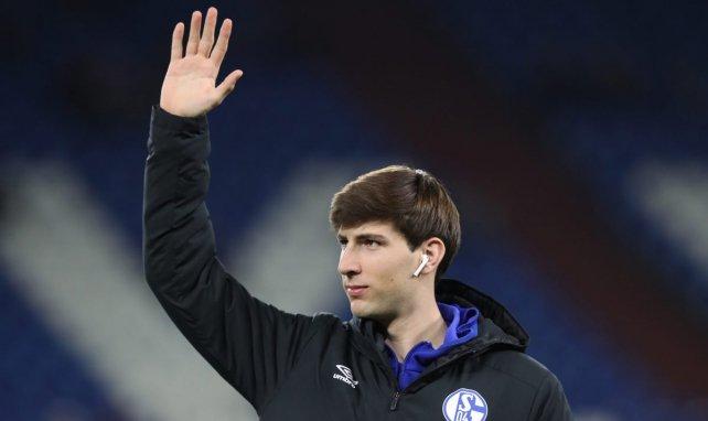 El lateral tiene contrato con el Schalke 04